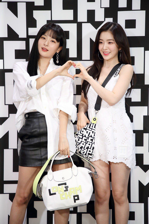 韓團Red Velvet成員Seulgi(左)和Irene在韓國LGP系列上市派...