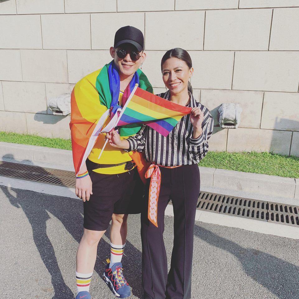 艾怡良(右)相當支持同志婚姻。圖/摘自臉書