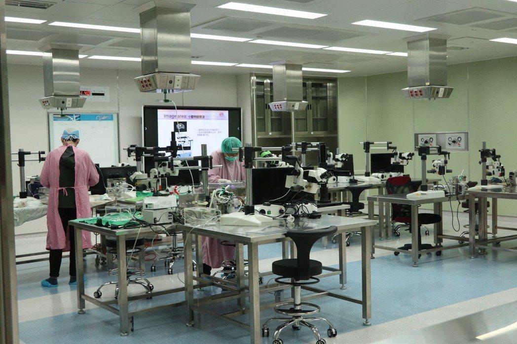 動物實驗為醫療發展基礎,林口長庚研究大樓內設置「實驗動物中心」,對於未來醫學研究...