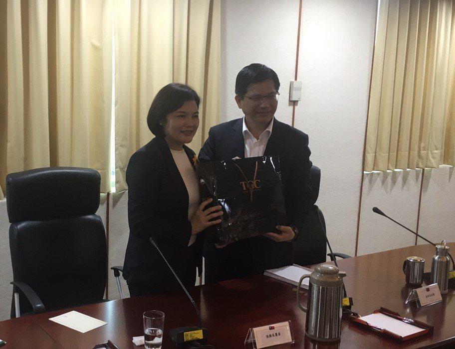 雲林縣長張麗善(左)拜會交通部長林佳龍。圖/縣府提供