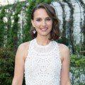 影后娜塔莉波曼巧搭Chaumet珠寶 白色鏤空洋裝造型好清新