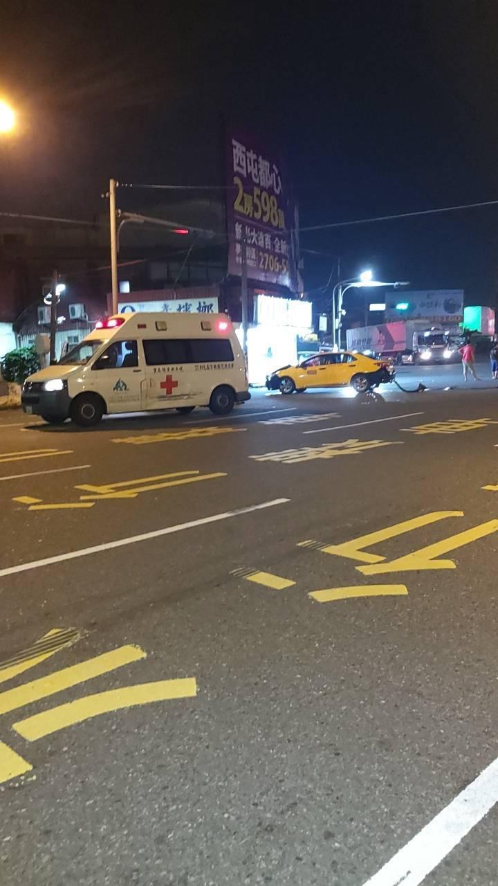 彰化基督教醫院救護車今天凌晨12點多從鹿港載一名安養院62歲跌倒撞傷頭部的婦人要...