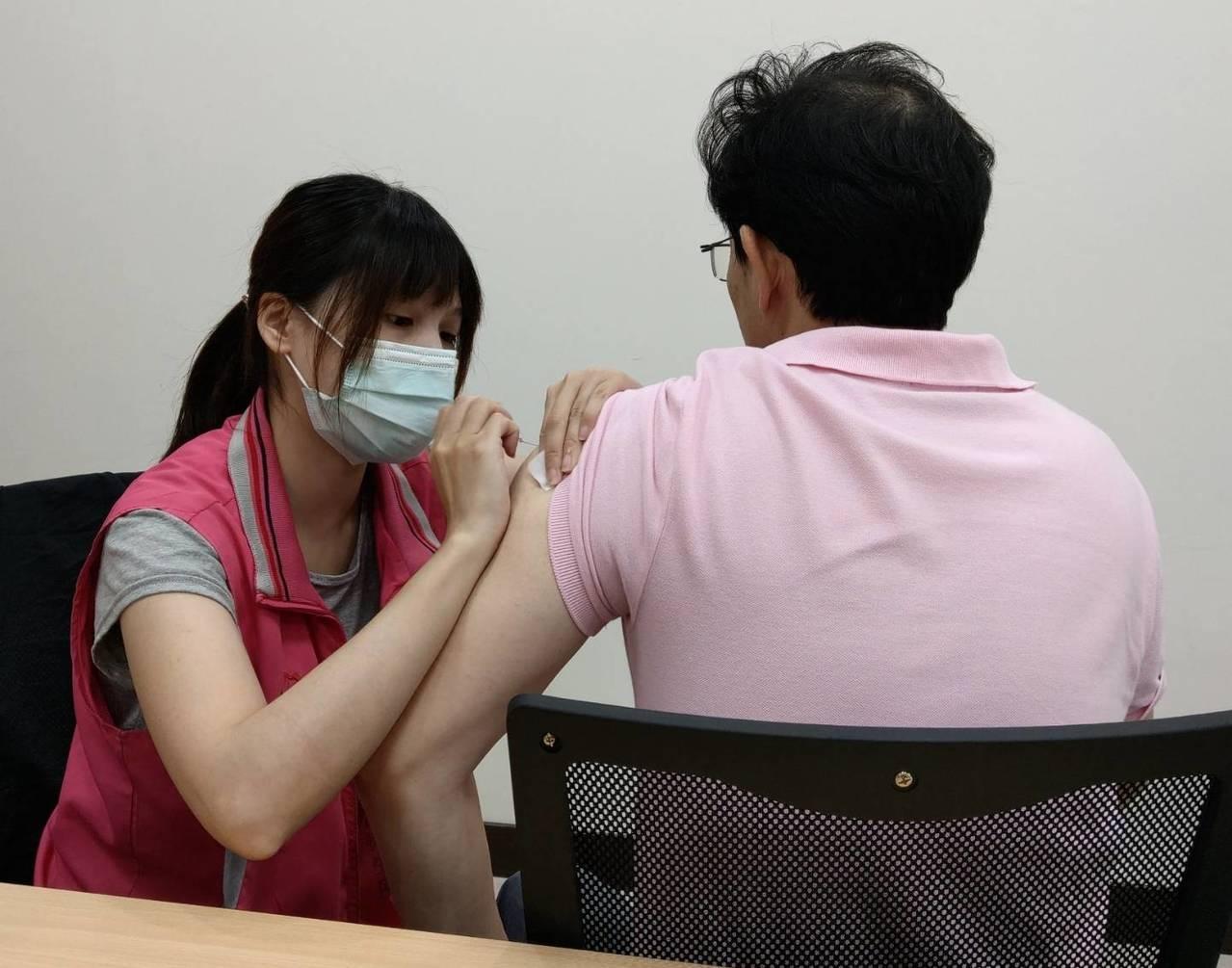為防止麻疹疫情於社區傳播,桃園市衛生局宣佈即日起至7月31日,針對設籍桃園市19...