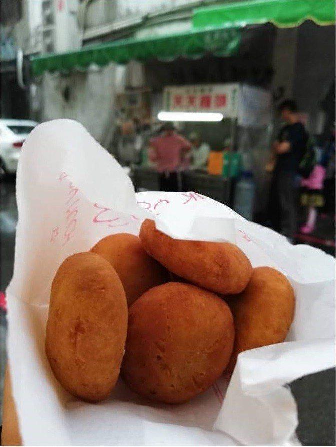 「天天饅頭」是開業70年以上的排隊名攤。IG @zhima0313提供