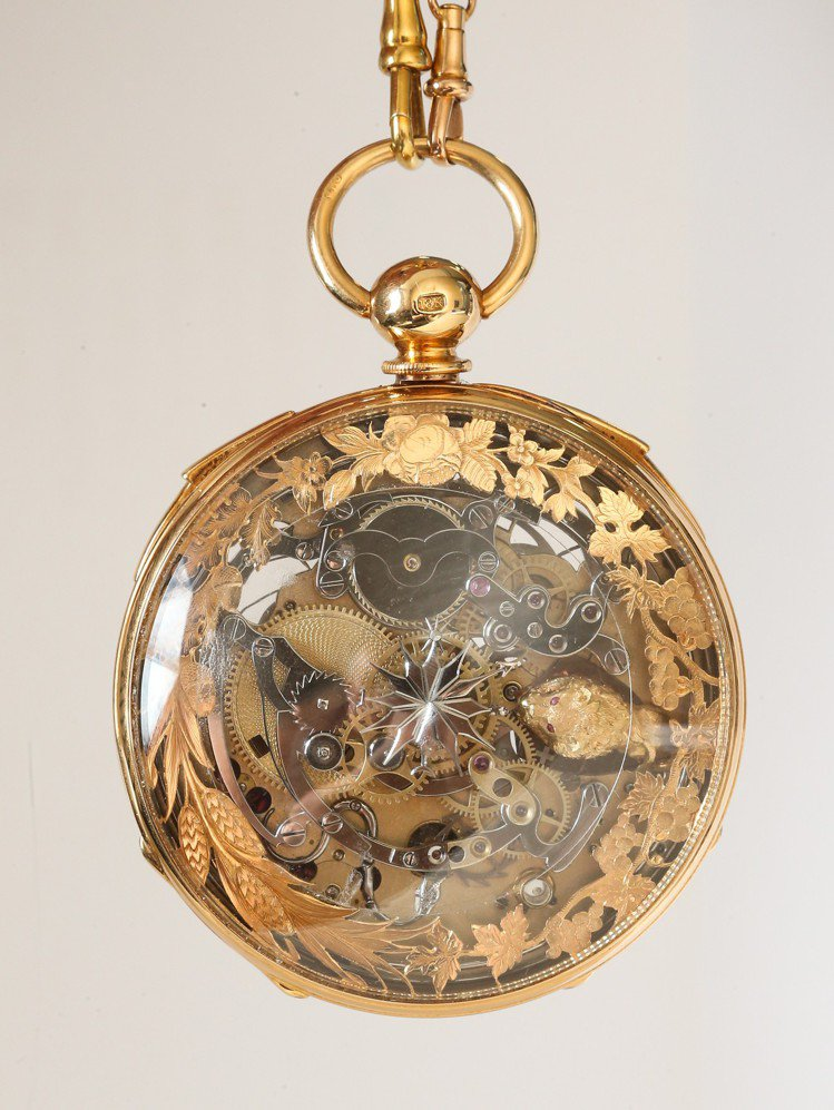 1850年代骨董懷表正面。有別於一般鐘表的設計和繁複雕花令人費解;解讀其雕花圖案...