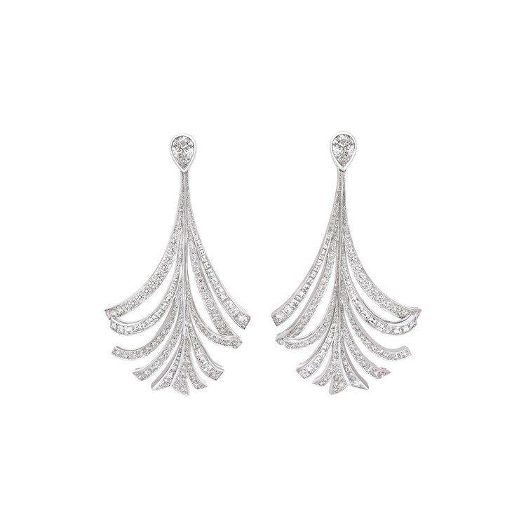 瑪格羅比配戴的香奈兒Panache羽飾鑽石耳環,價格店洽。圖/香奈兒提供