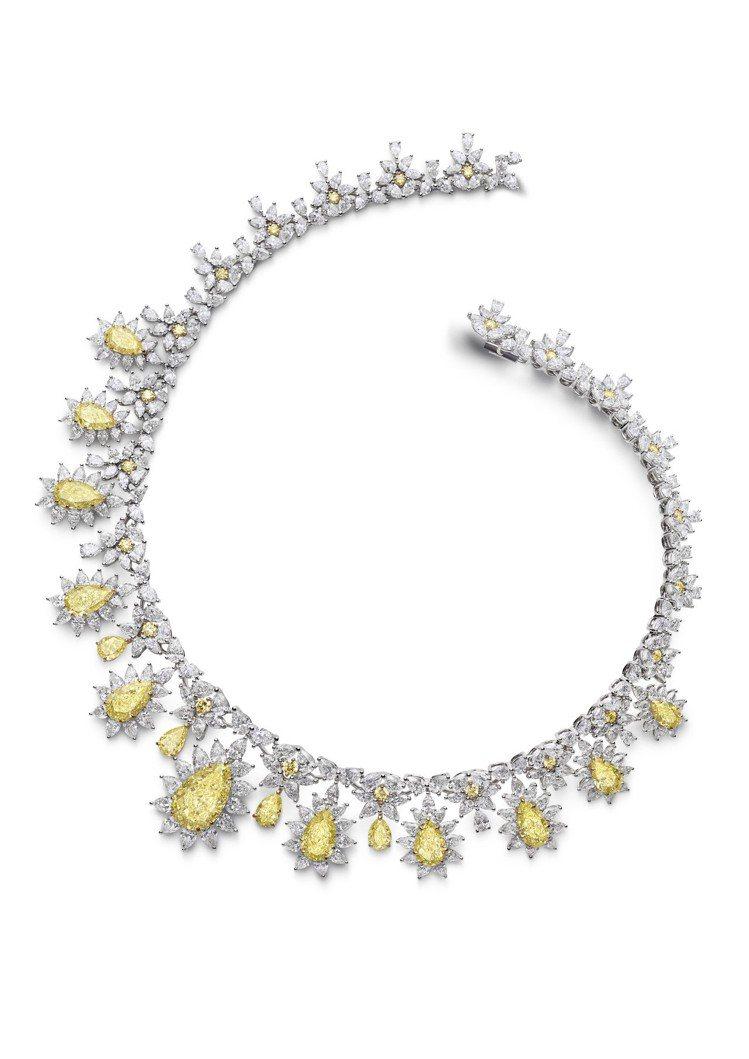 達科塔芬妮配戴的戴蕭邦珠寶紅地毯系列獲公平採礦系列18K白金鑲嵌40.72克拉黃...