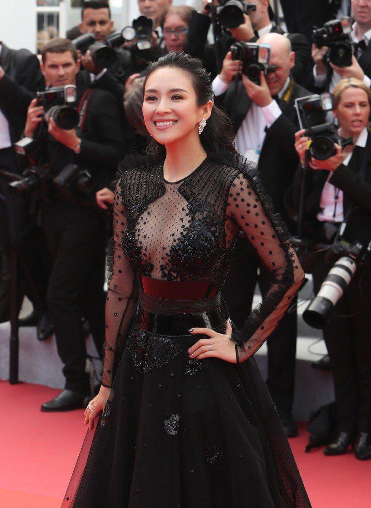 章子怡配戴蕭邦珠寶腕表出席《從前,有個好萊塢》電影首映會。圖/蕭邦提供