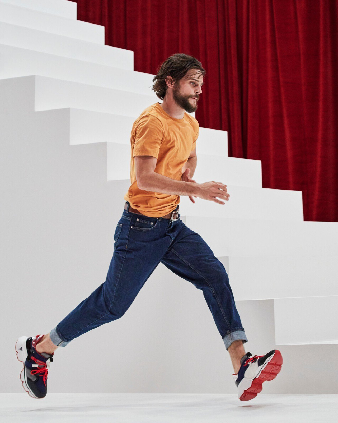 Christian Louboutin首度推出運動鞋,售價43,900元。圖/C...