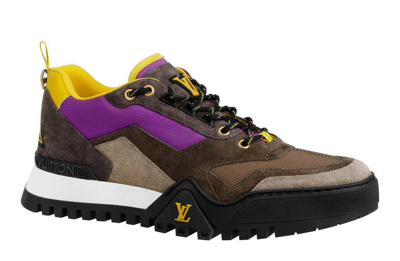 路易威登早秋運動男鞋有搶眼的紫色點綴。圖/LV提供