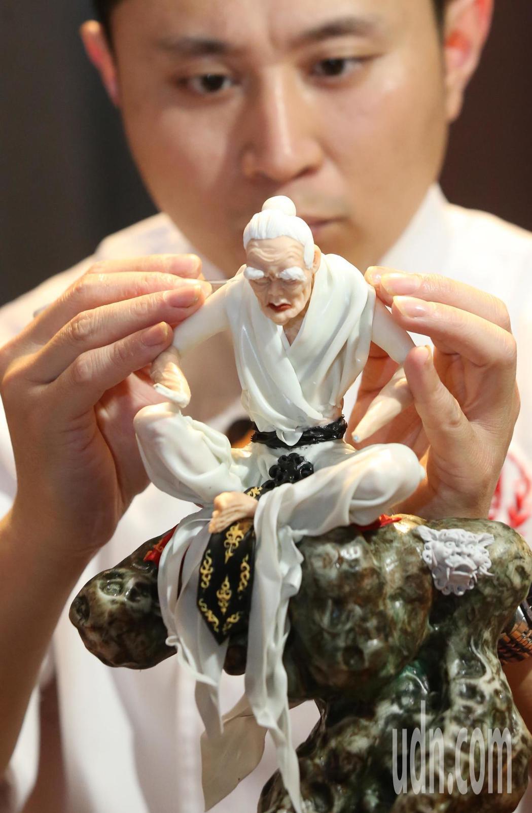 徐州彭祖美食文化節在台北登場,來自徐州彭祖美食傳人、頂級烹飪大師,以拿手好菜在台...