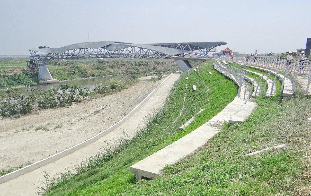 雲林最大的北港溪魅力河川公園即將完工,營建署再加碼推出「城鎮之心」延伸結合高灘地...