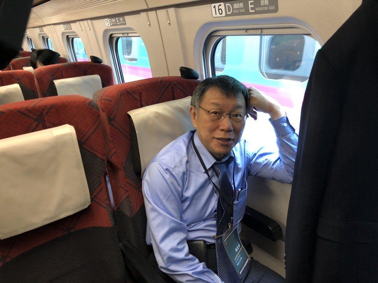 郭台銘今回嗆台北市長柯文哲除了選舉什麼都沒做,柯文哲笑說,自己哪有批評他,只有笑...