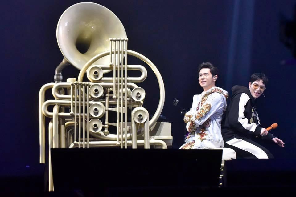 周杰倫和蕭敬騰。圖/摘自臉書