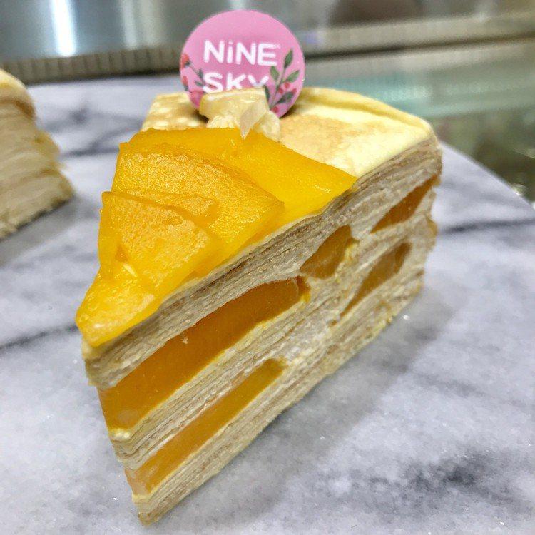 NineSky九天隱藏版千層,夏日限定芒果乳酪千層,每片220元。記者江佩君/攝...