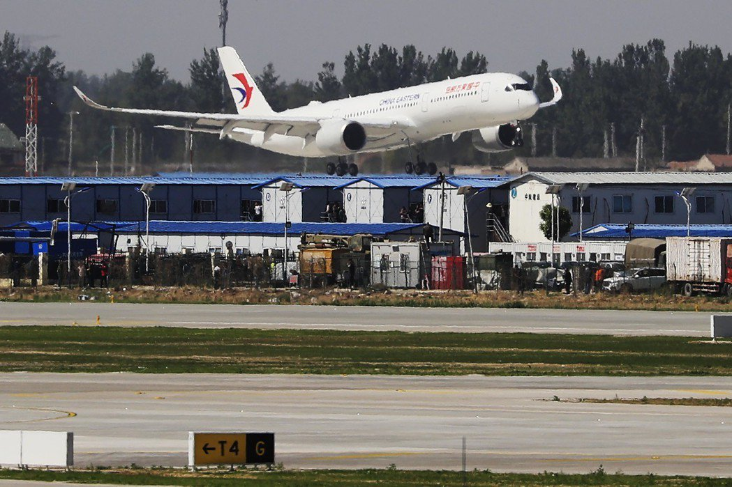 大陸航空公司集體向波音公司求償737MAX停飛的損失,圖為率先發動求償的東方航空...