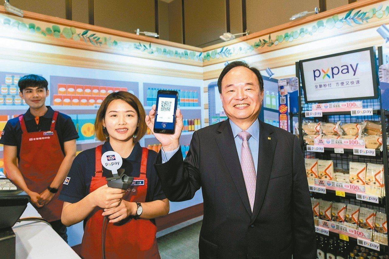 全聯董事長林敏雄(右)。 圖/全聯提供