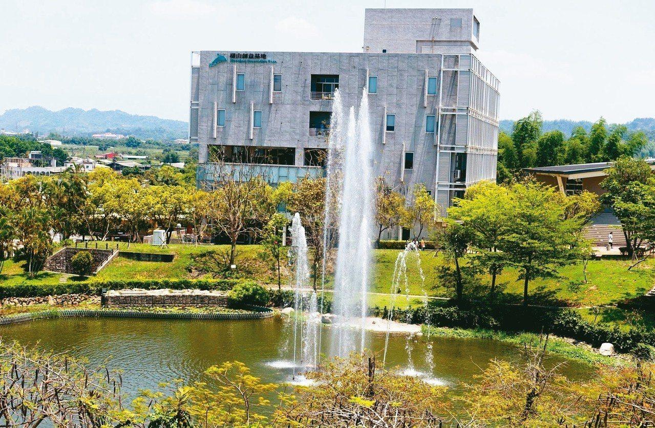 樹德科大衍生企業「59咖啡文創館」位在校內橫山創意基地一樓,是學生夢想育成的空間...