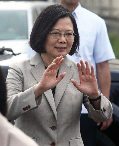 蔡英文總統參訪位於台中港的「海洋示範風場」。 記者黃仲裕/攝影