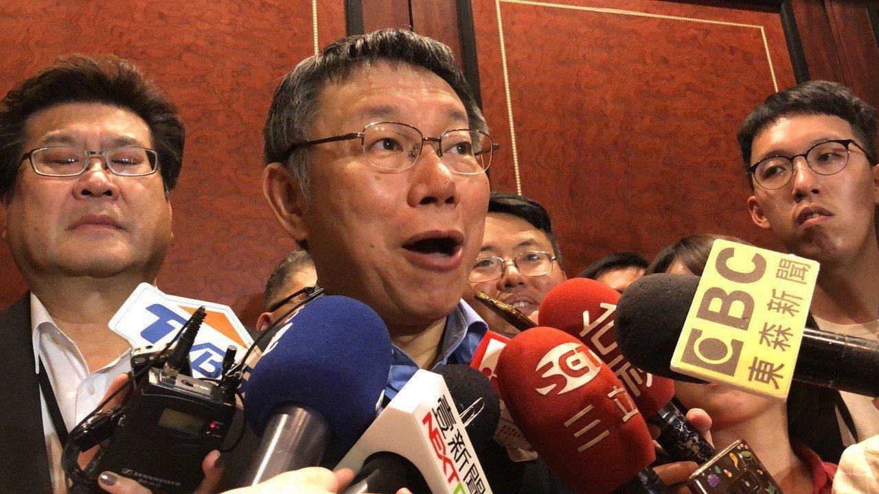 台北市長柯文哲也回嗆,像郝龍斌講那個,「我連和他辯論都不想辯論」,「只能說我佛慈...