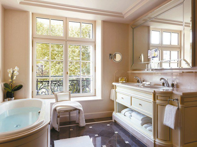 香格里拉的浴室。 圖/謝忠道