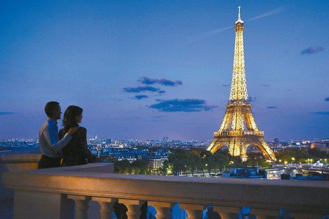 香格里拉眺望艾菲爾鐵塔。 圖/謝忠道