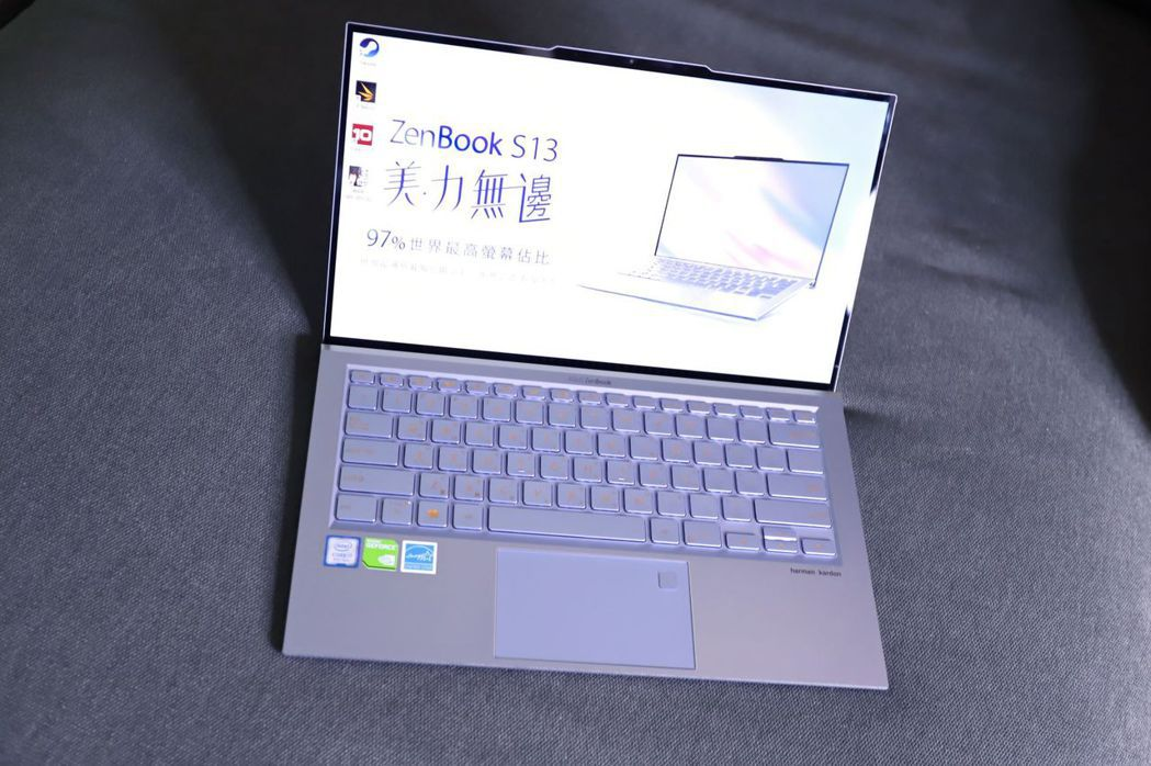 ZenBook S13(UX392)將13.9吋的螢幕屏比拉至97%世界最高。 ...