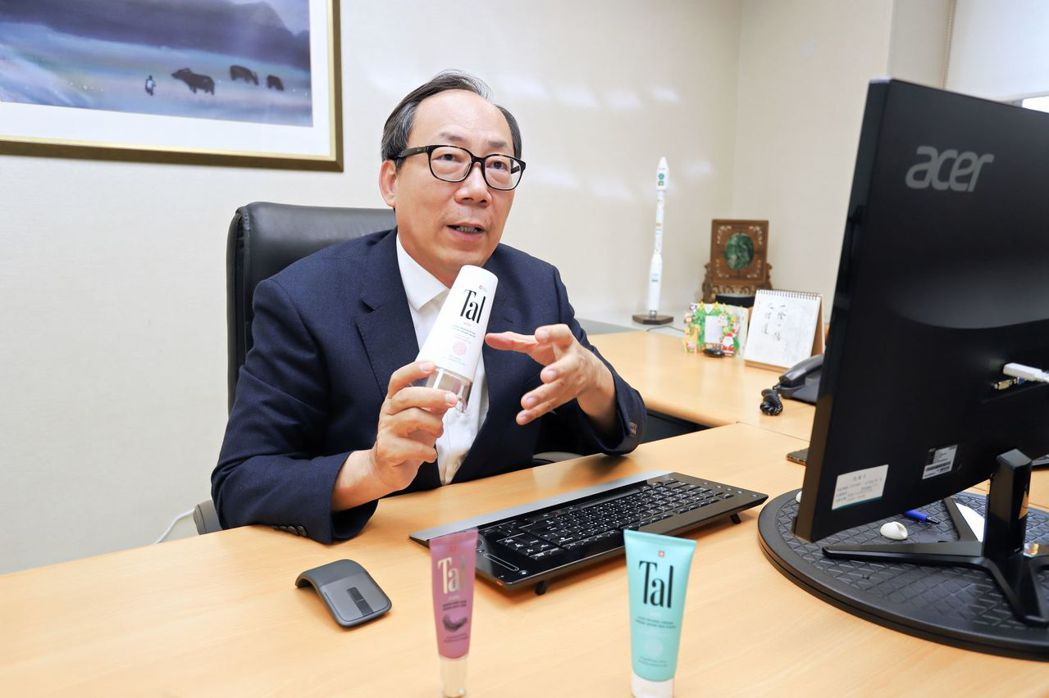 展碁國際總經理林佳璋表示,今年更投入數位轉型服務,打造夥伴經濟平台,同時代理瑞士...