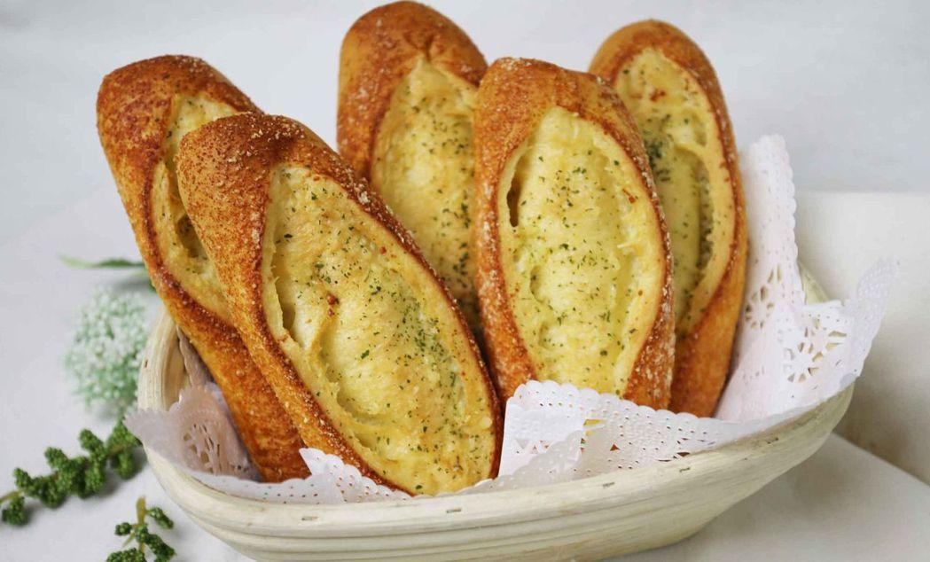 點心坊每周一至周四買蛋糕送麵包半價。  大億麗酒店 提供