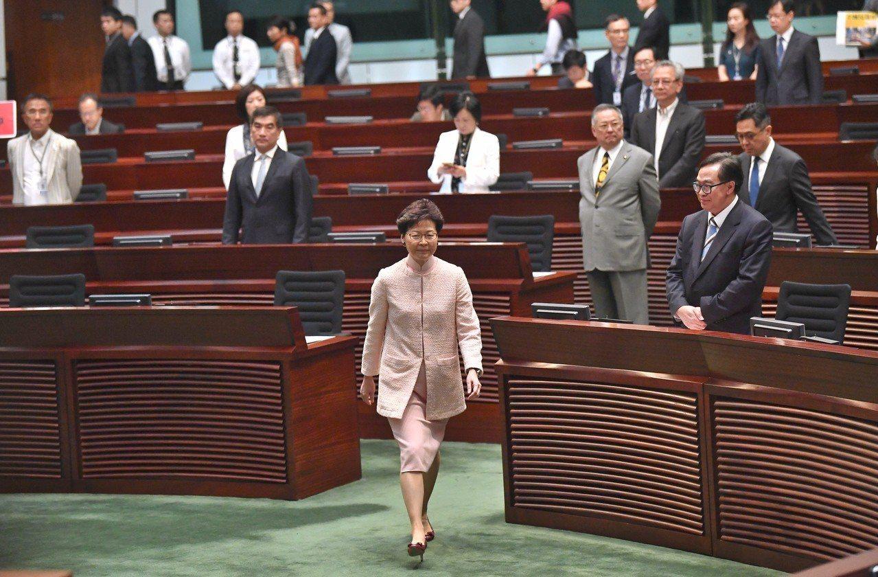 香港評論員林和立認為,現在關乎香港前途問題重要事項包括一些重要條例的決定權都在北...