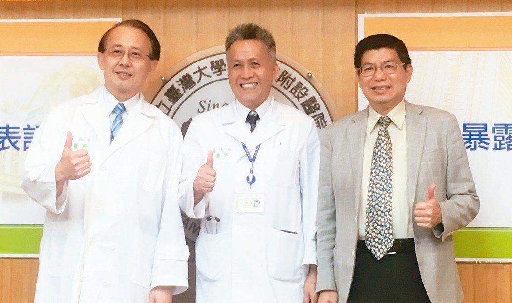 台大醫院心血管中心臨床教授暨環境職業醫學部主任蘇大成(中)的研究團隊,近年執行的...