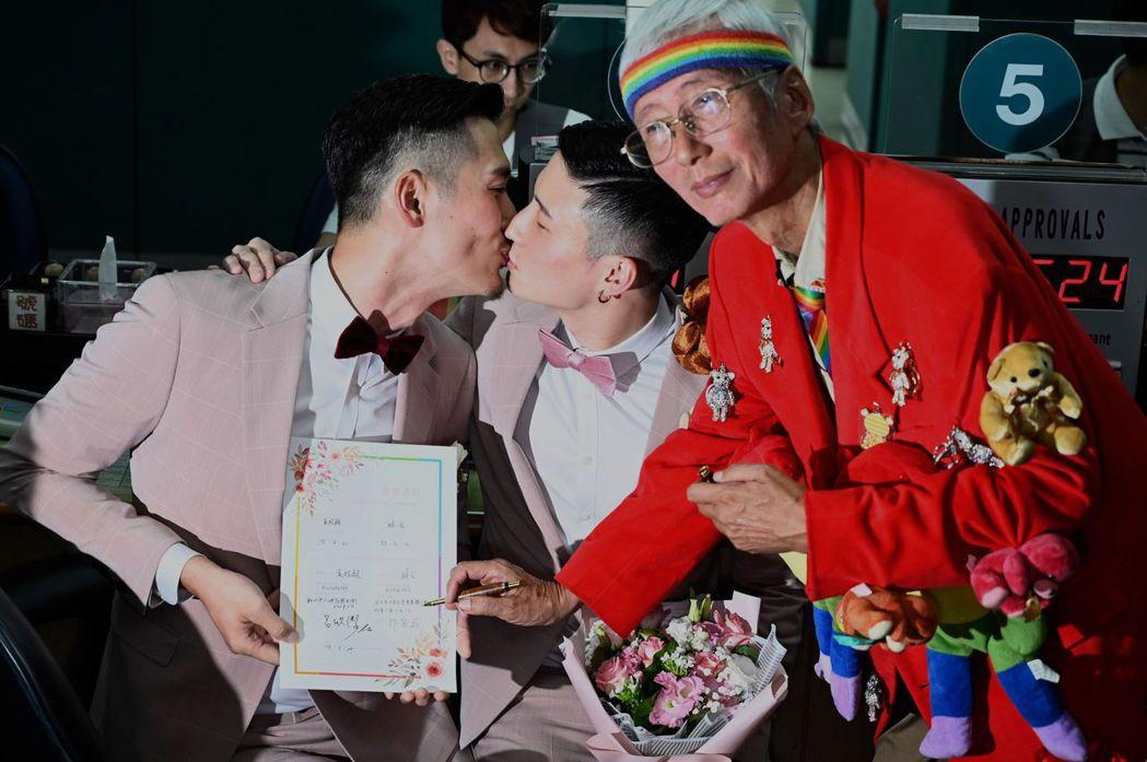 祁家威為同志新人證婚。 圖/法新社