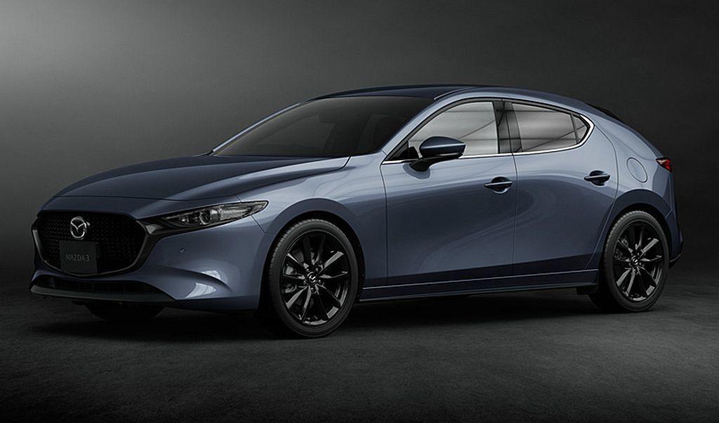 日規新Mazda3五門車型多了新研發的金屬灰車色可選。 圖/Mazda提供