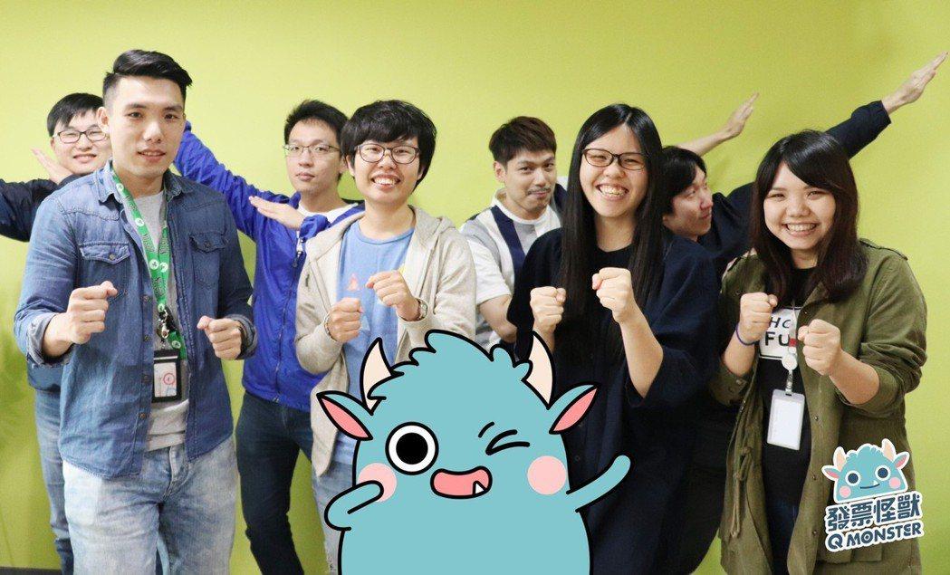 發票怪獸開發團隊與小怪獸。春樹科技/提供