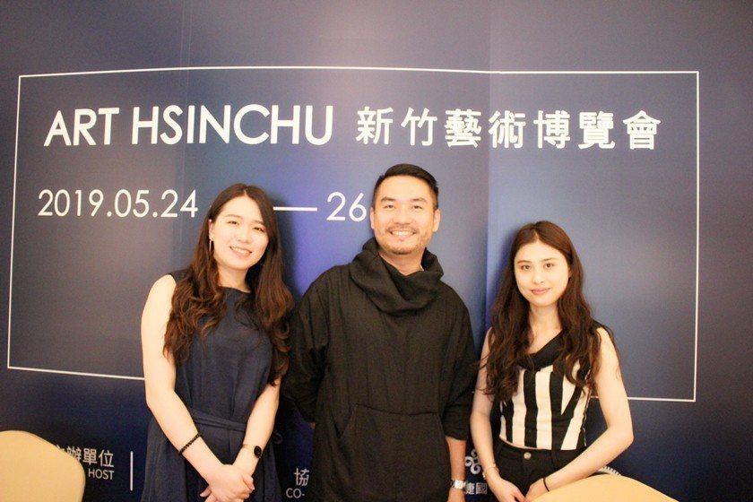 新竹藝術博覽會總監曾學彥(中)表示,此次展出內容多元豐富,預估觀展人數將超過六千...