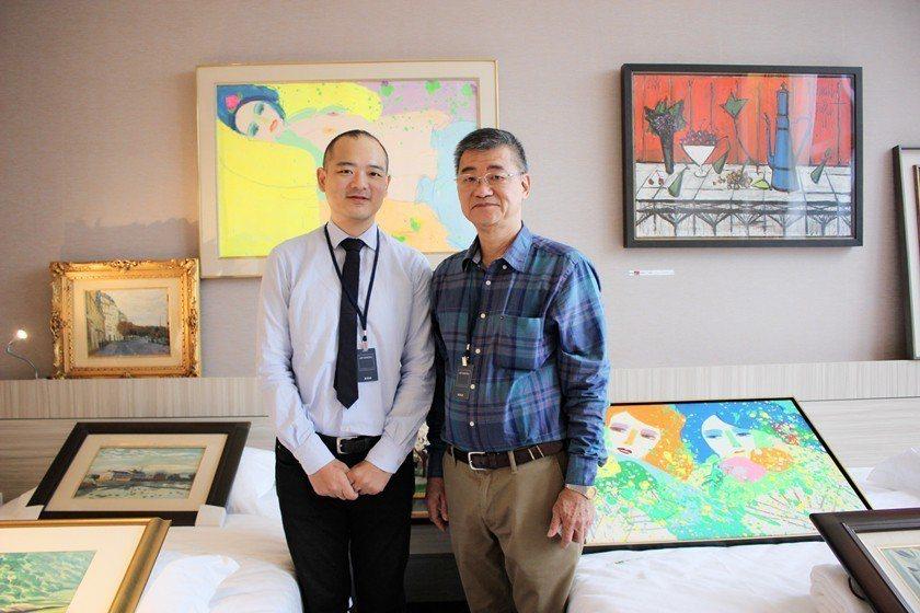 新典藝術中心負責人盧景彬(右)與經理盧俊棋父子聯手,於新竹藝博會引進風格迥異、價...