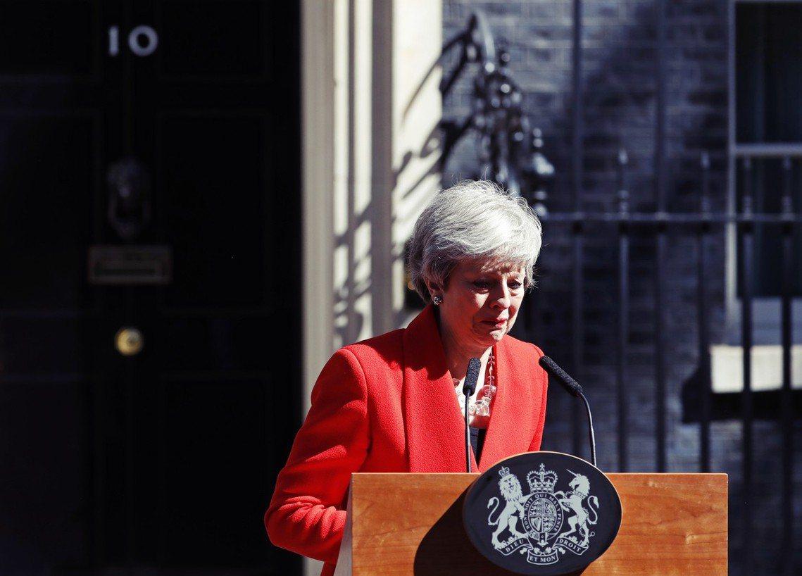 「沒能在我任內實踐脫歐的承諾,我感到很遺憾。」2019年5月24日上午10點,英...