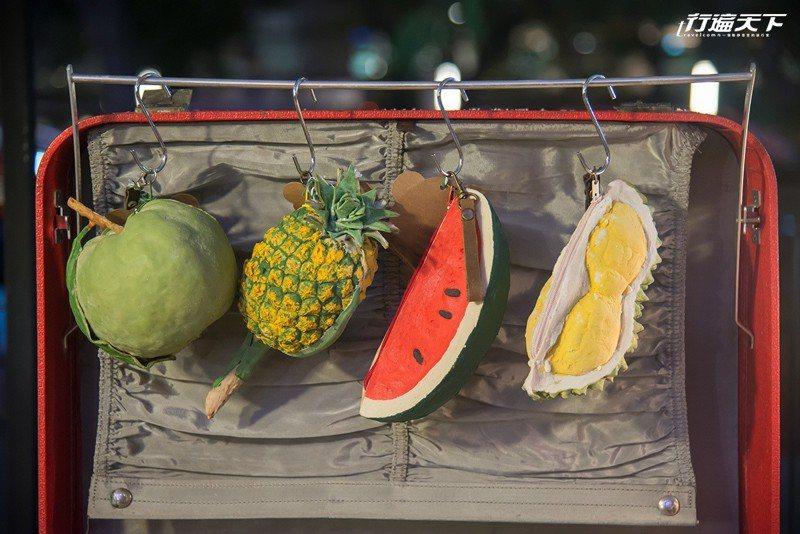 水果系列的小包,據說榴槤賣得最好。