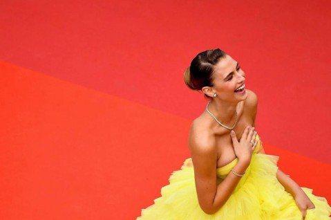 第72屆坎城影展持續展開,法國女星蕾雅瑟杜(Léa Seydoux)主演電影「Oh Mercy!」日前舉行首映會,紅毯上有不少位維多利亞的秘密名模性感助陣,不過擁有火辣身材的Fernanda Liz...