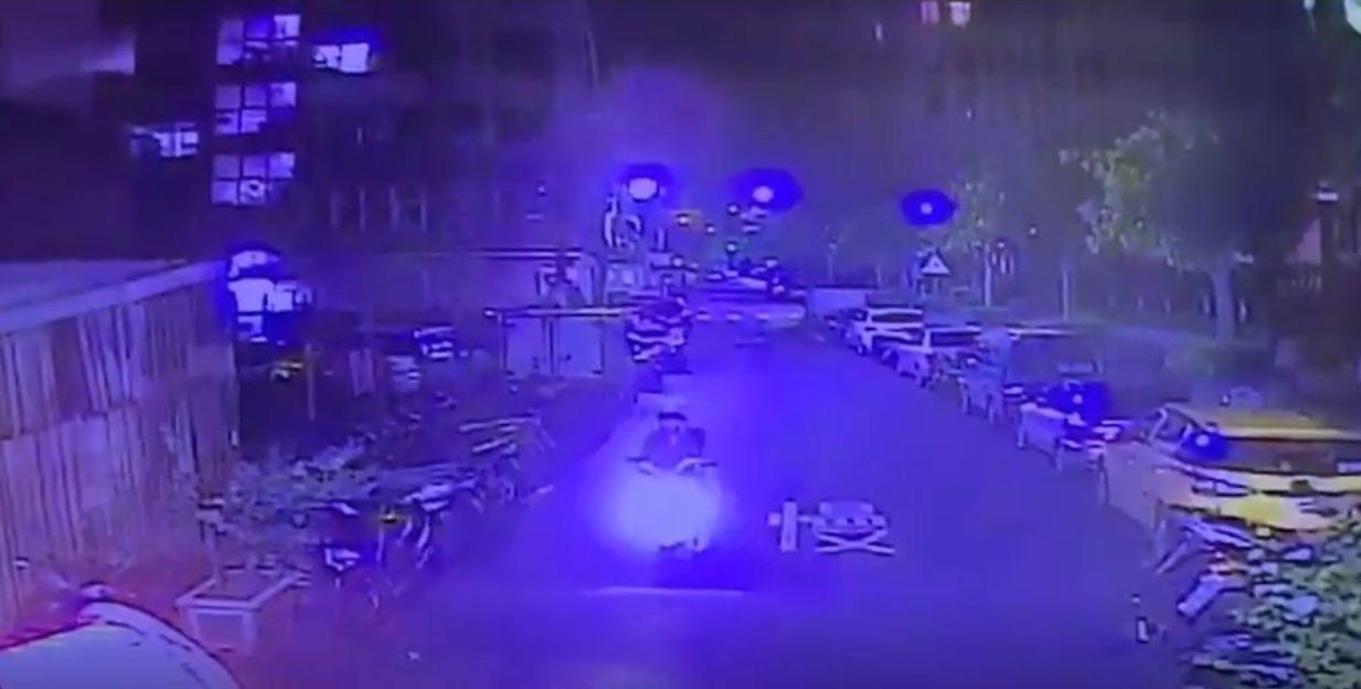 洪姓男子深夜在新北市住家門口遭開槍擊中腳部,案發後約半小時林姓男子帶槍投案,警方...