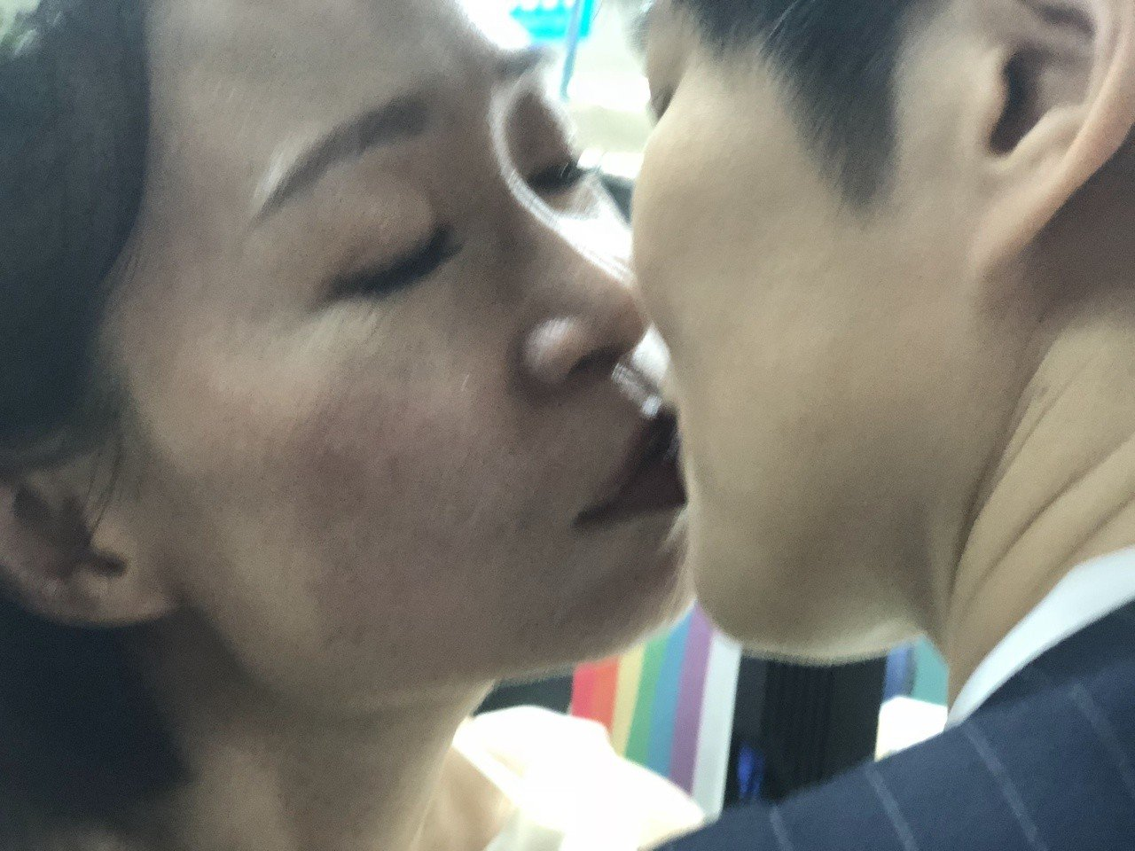 作家陳雪(左)與早餐人今辦結婚登記。記者何定照/攝影