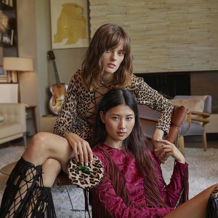 LONGCHAMP在今年春夏推出大量動物紋洋裝、鞋款與配件。圖/LONGCHAM...
