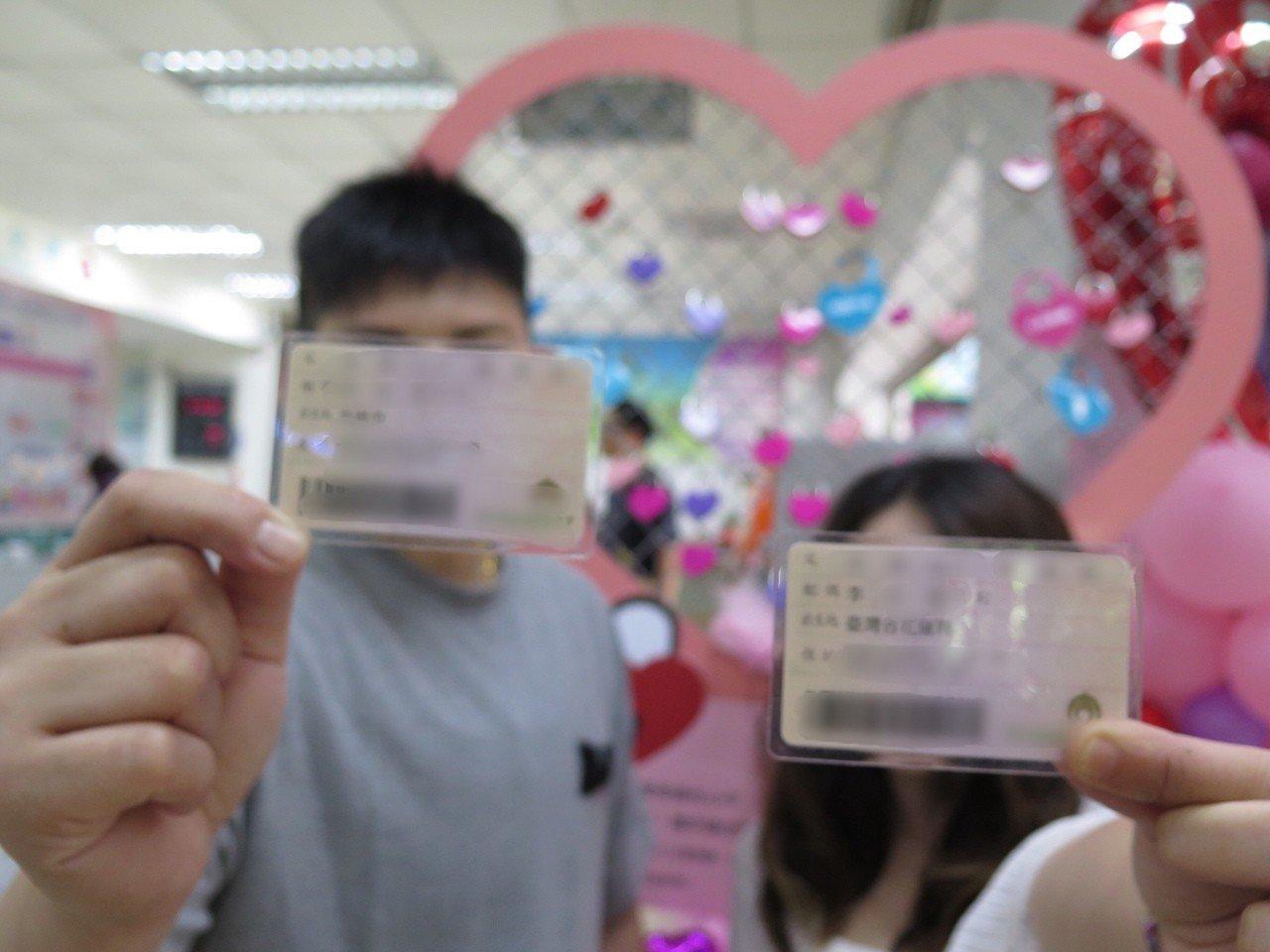 33歲妮可與伴侶K交往10年,早在1個月前就請好假要在同婚首日登記,她說「很開心...