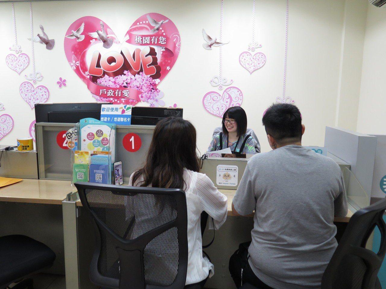 33歲妮可與伴侶K交往10年,早在1個月前就請好假要在同婚首日登記。記者張裕珍/...