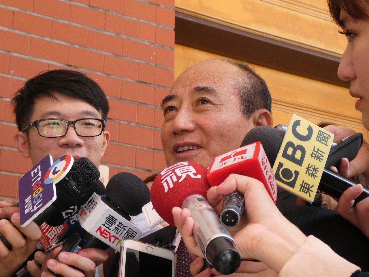 高雄市長韓國瑜明確表達參與國民黨總統初選意願後,黨內關注他與去年市長選舉時力挺他...
