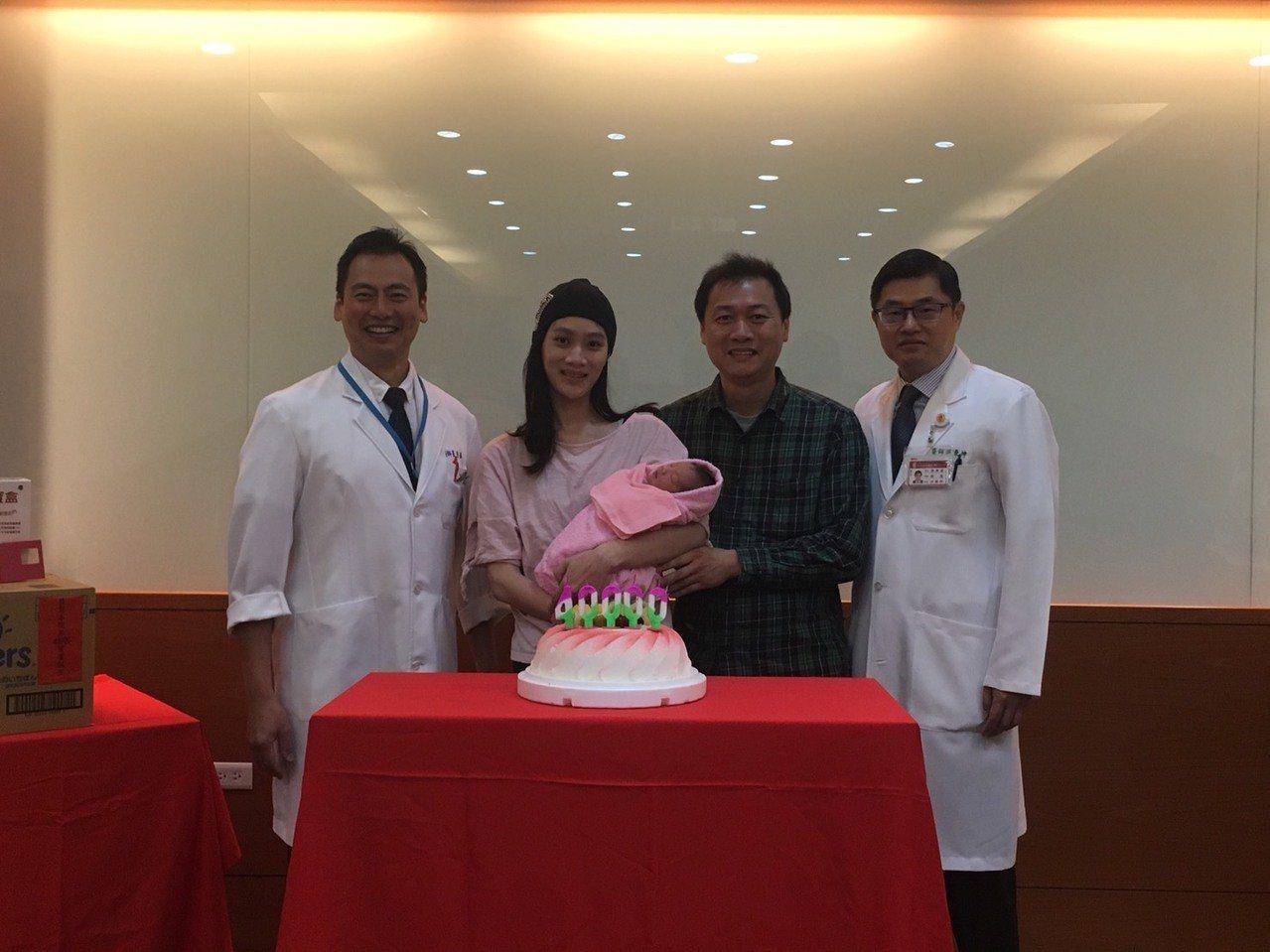 秉坤婦幼醫院接生第4萬名新生兒。圖/秉坤婦幼醫院提供
