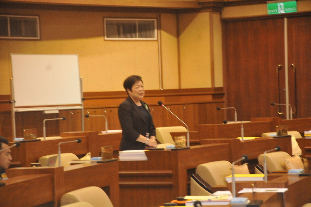 基隆市議員張芳麗在議會總質詢時表示,同性現在可以結婚登記,但要注意陰陽和諧。記者...