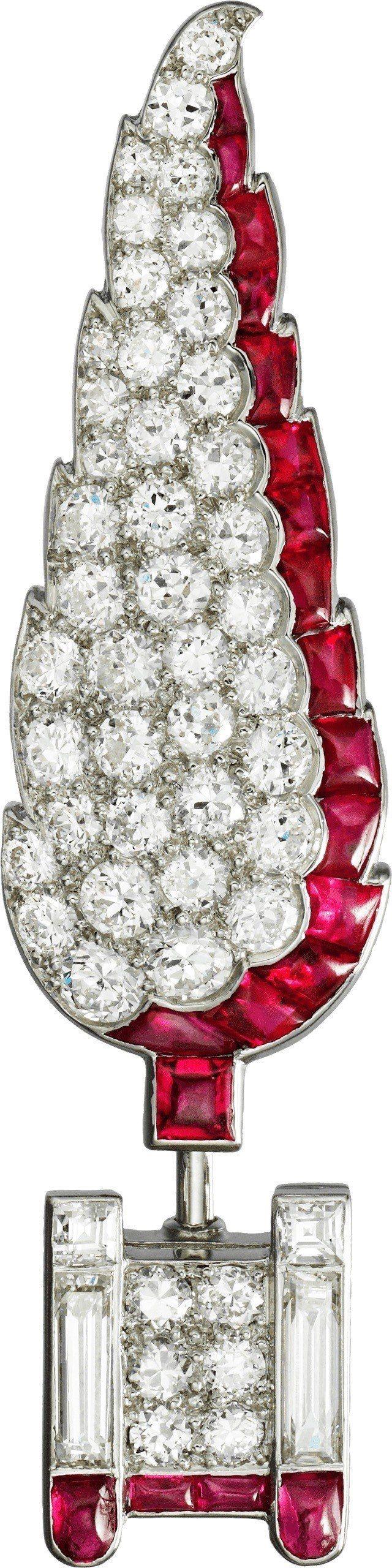 Cartier骨董系列胸針,鉑金鑲嵌紅寶石與鑽石,價格店洽。圖/卡地亞提供