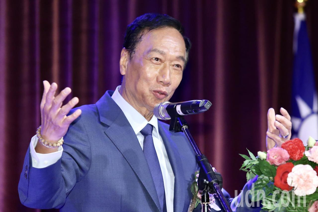 鴻海董事長郭台銘以「美中貿易對電機電子產業全球供應鏈的機遇與挑戰」為題演講。記者...