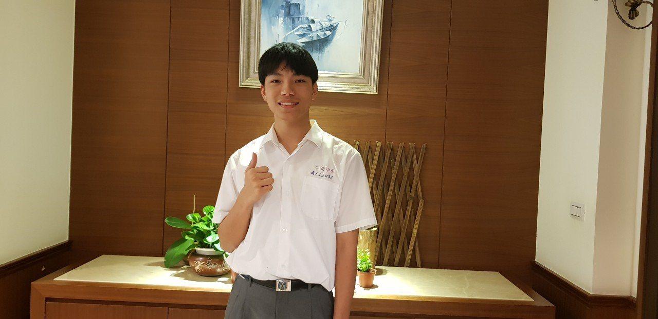 雙料冠軍(級分73、總分672)王郅淞。圖/二信高中提供